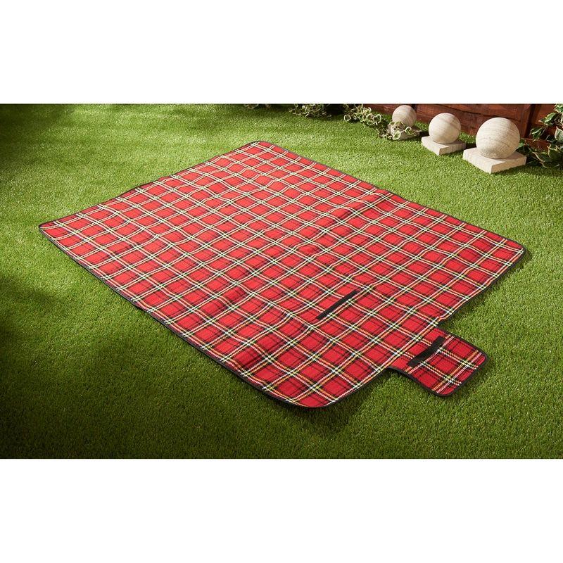 Learn how to make a tartan picnic rug.